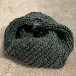 H&M Gray Knit Infinity Scarf